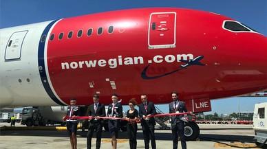IAG entra en el capital de Norwegian y estudia hacer una oferta para comprarla