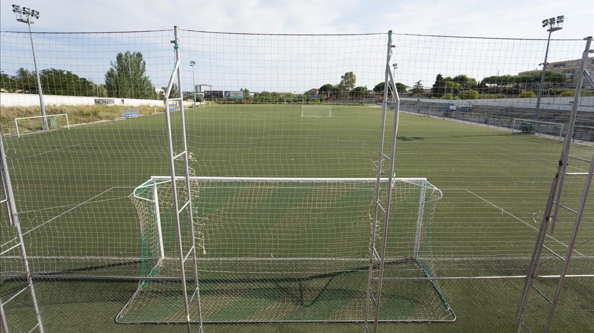Tres clubs de futbol de Badalona fa quatre mesos que no tenen aigua per la legionel·la
