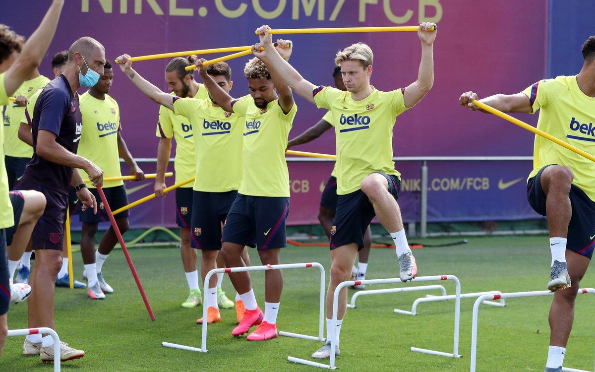 De Jong y otros jugadores, en el entrenamiento de este martes en la ciudad deportiva de Sant Joan Despí.