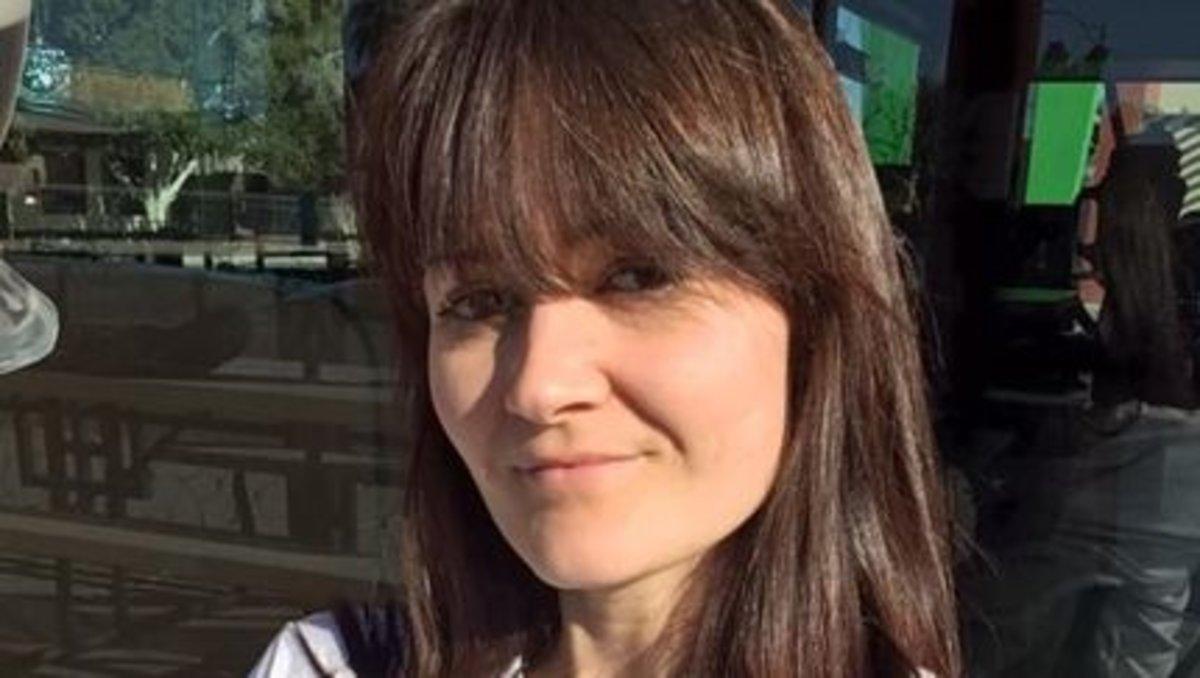 Mujer con cáncer tratable muere tras rechazar quimio y abrazar dieta vegana