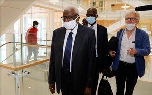 Lamine Diack, el antiguo hombre fuerte del atletismo, a su llegada a la corte de París