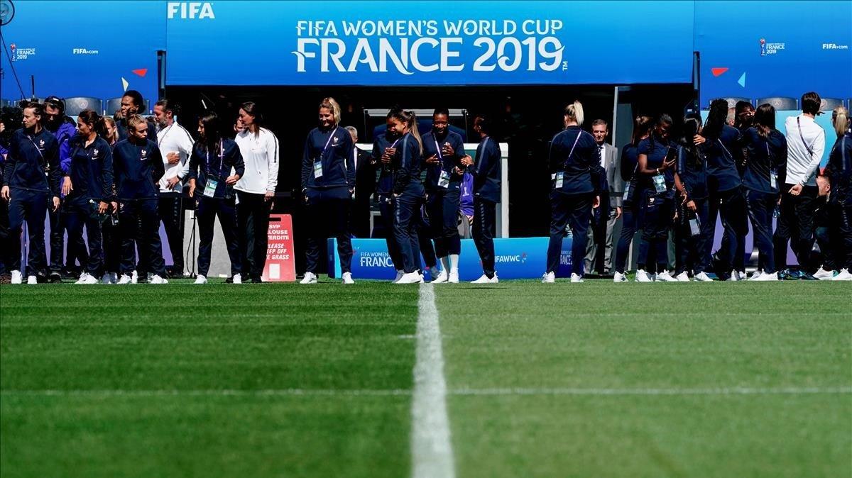 Las jugadoras de la selección francesa en el estadio del Parque de los Príncipes de París.
