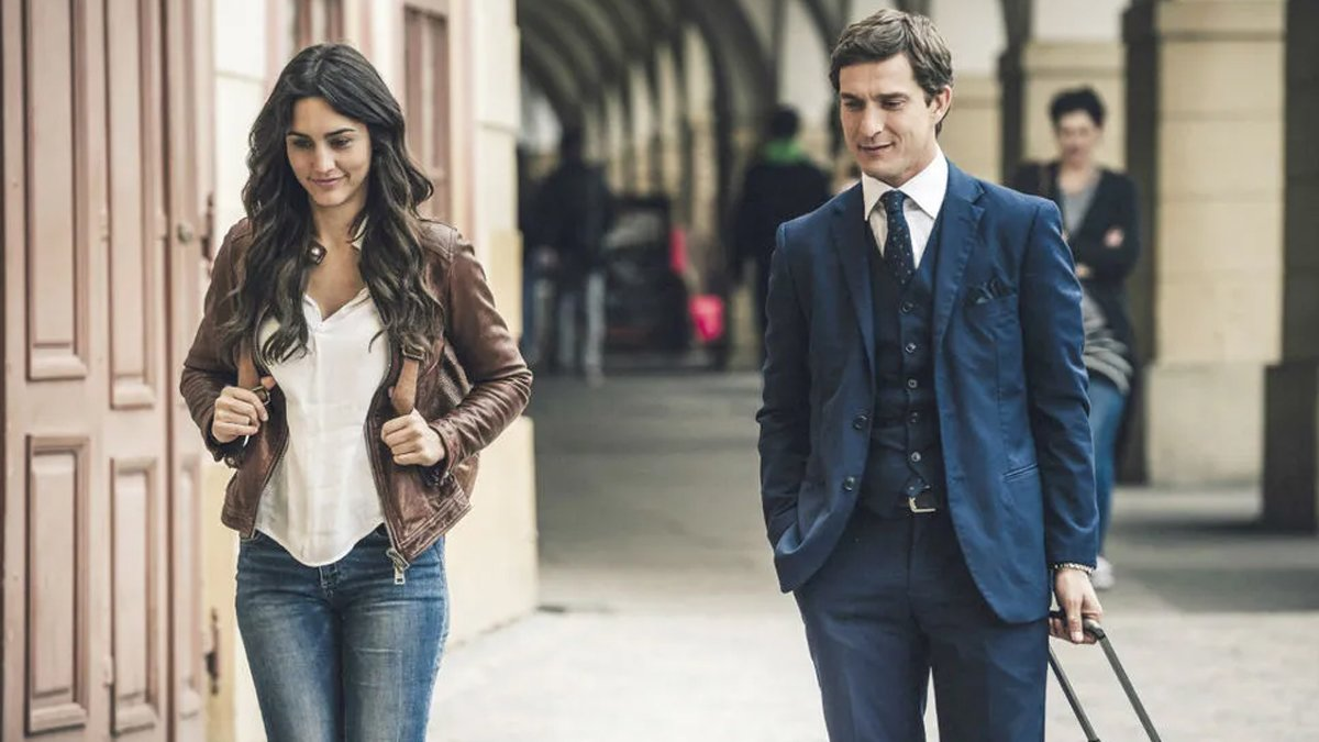 Telecinco acierta con el estreno de 'Lejos de ti', que lidera sobre el cine de La 1