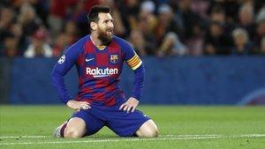 Leo Messi después de disparar el esférico a la cruceta