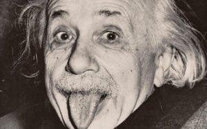 Albert Einstein sacala lengua, en 1951.
