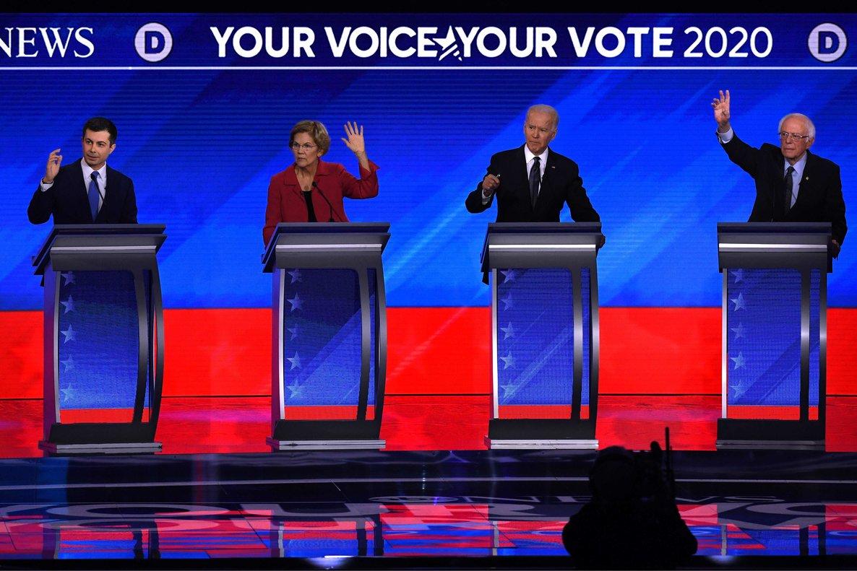 Los candidatos demócratas, durante el debate antes de las primarias.