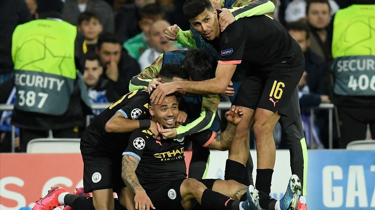 Los jugadores del CIty celebran uno de los goles anotados en el Bernabéu