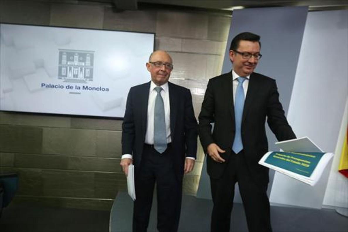 Los ministros Cristóbal Montoro y Román Escolano, el martes pasado.