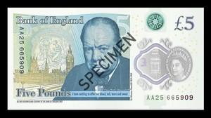 El nuevo billete de plástico del cinco libras que este martes entrará en circulación.