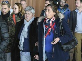 La madre y la hermana de Emiliano Sala, a la llegada al Reino Unido.