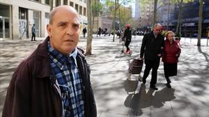 Manel G., un usuario de Arrels, que acabó viviendo en la calle por culpa de la bebida, la semana pasada en Barcelona.