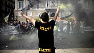 Manifestación de taxistas ante el Palau de la Generalitat.