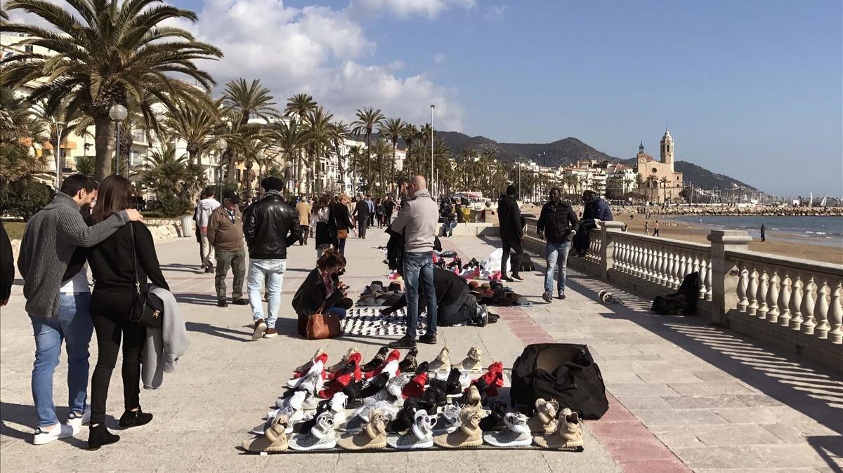 'Top manta' en Sitges, en febrero del 2017