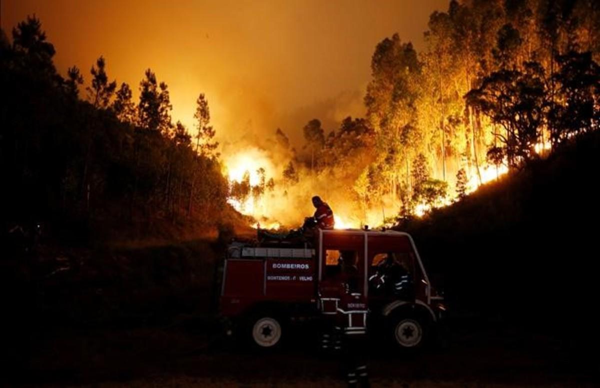 Al menos 57 muertos y 59 heridos en un incendio forestal en Portugal