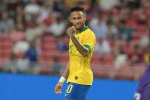 Neymar destaca la sacrificada labor que realizan los médicos y asistentes de salud para frenar el coronavirus en Brasil.