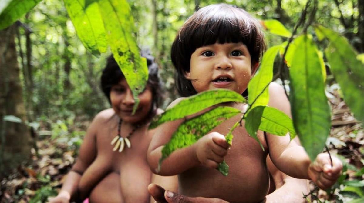 Un niño de una tribu amazónica.