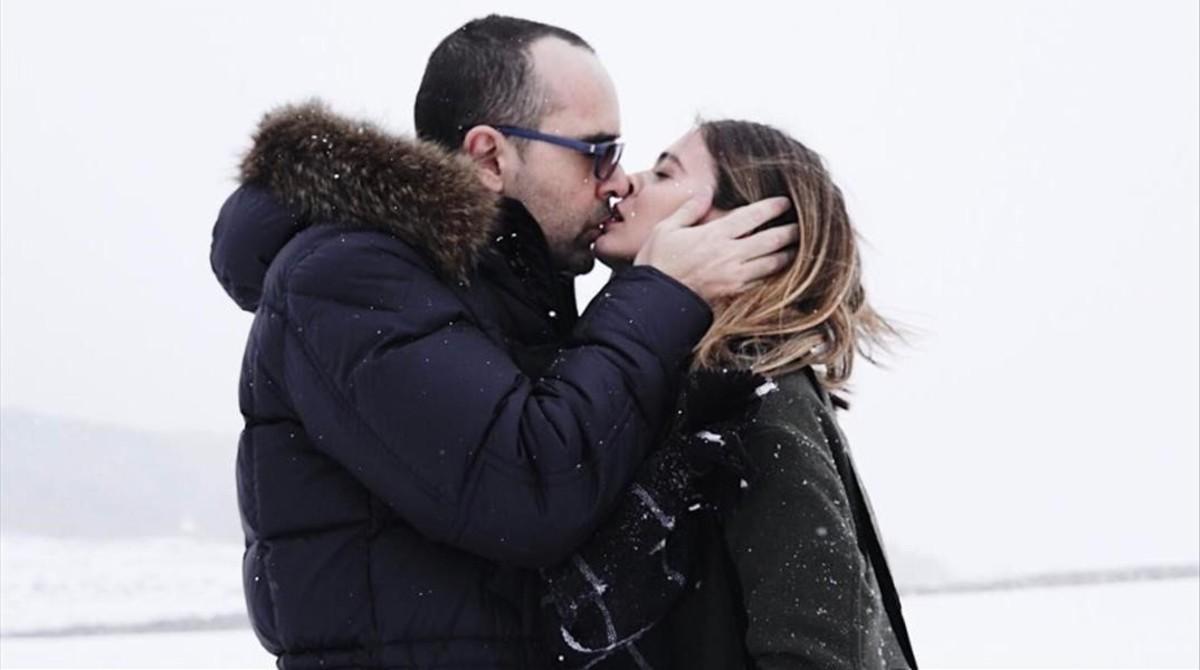 Una de las muchas fotografías que componen el romance de Risto Mejide y Laura Escanes.