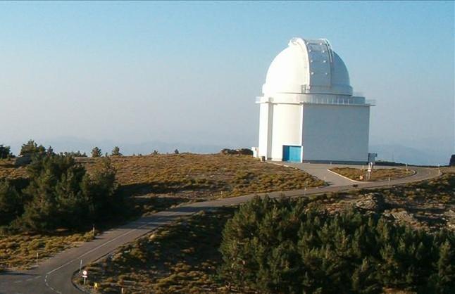 Panorámica del telescopio principal, de 3,5 metros de diámetros, del observatorio astronómico de Calar Alto, en la sierra almeriense de los Filabres.