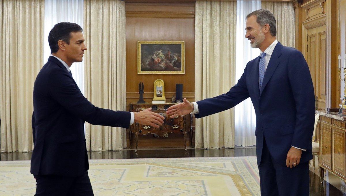 El Rey recibe a Pedro Sánchez en la Zarzuela.