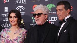 Penélope Cruz, Pedro Almodóvar y Antonio Banderas.