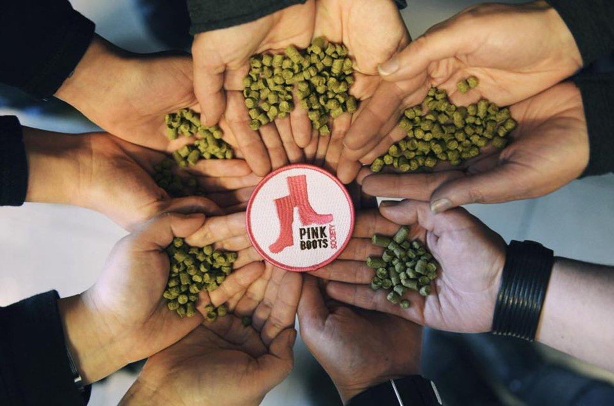 Pink Boots Society es una asociación de mujeres cerveceras. Cuenta con más de 50 socias en España.