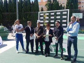 La pista de baloncesto de vidrio reciclado en Madrid.