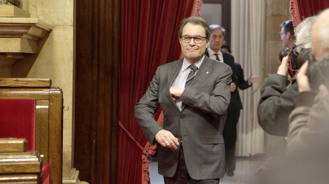 Artur Mas, miembros de Junts pel Sí y de la CUP, en el pleno del Parlament del 7 de enero.
