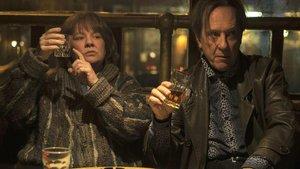 Melissa McCarthy y Richard E. Grant en un fotograma de la película ¿Podrás perdonarme algún día?.