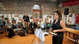 La portavoz de la CUP, Núria Gibert, durante la rueda de prensa que ha ofrecido tras la reunión del Consejo Politico en Perpinyà.