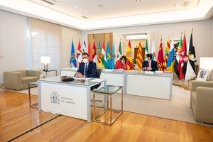 Pedro Sánchez, con los ministros de Política Territorial, Carolina Darias; Hacienda, María Jesús Montero, y Sanidad, Salvador Illa, este 4 de septiembre en la Moncloa, en la XXII Conferencia de Presidentes.