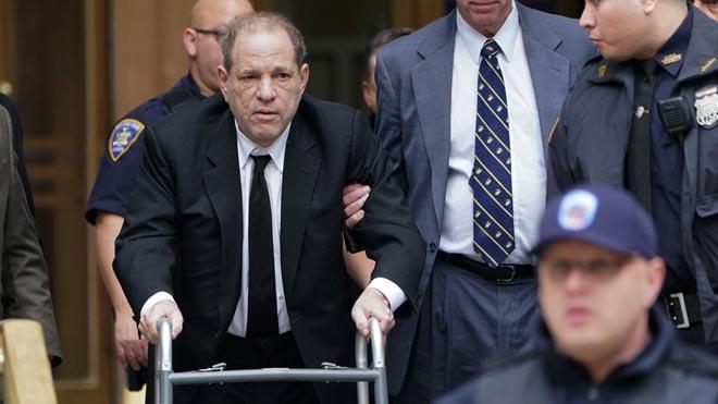 El productor de cine Harvey Weinstein llega a la Corte Suprema de Nueva York para el juicio por abuso sexual.