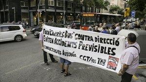 Protesta contra los carriles bus contradirección en Barcelona.