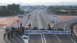 Protesta de los vecinos de l'Ametlla de Mar en diciembre del 2015.