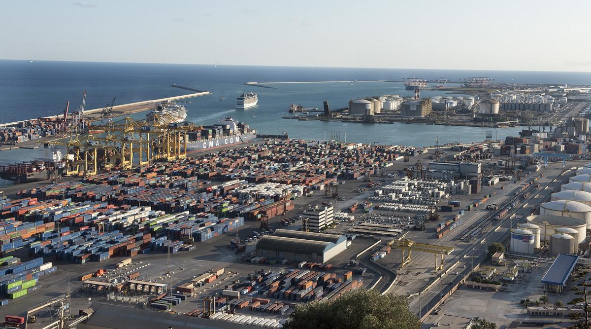 El último informe del Centro de Predicción Económica estima que Catalunya crecerá en el 2018 al 3,1%, cuatro décimas por encima de la media española.