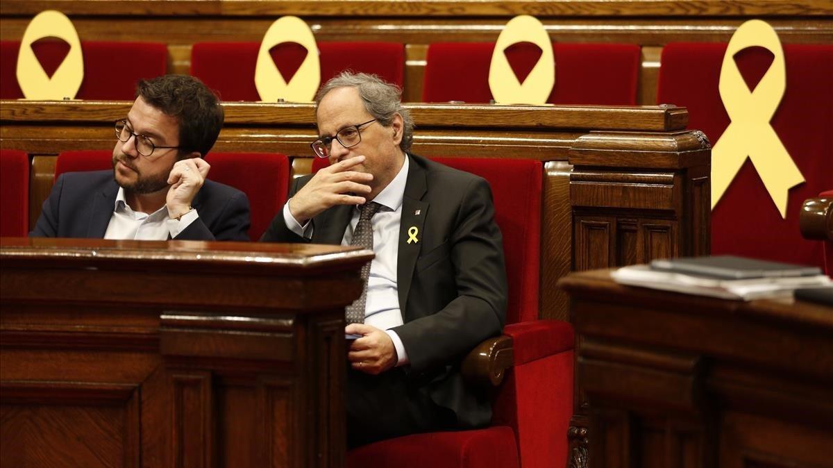 El vicepresidente de la Generalitat, Pere Aragonès (ERC), y el president, Quim Torra, en el Parlament.