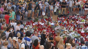 Concentración en la Rambla de Barcelona como homenaje a las víctimas de los atentados.