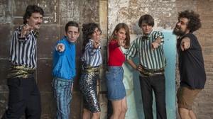 Edu Pou, Jordi Vilches, Sara Fontán, Maria G. Vera, Joan Colomo y Miguel Ángel Blanca, bailando para salvar al mundo.