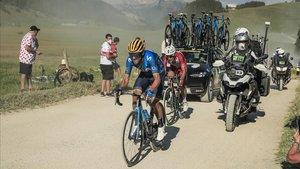 Alejandro Valverde, el jueves pasado, en el tramo sin asfaltar del Plateau des Glières.