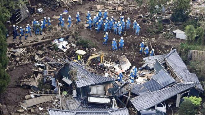 El segon terratrèmol que pateix el Japó des de dijous deixa desenes de morts i milers de ferits i desplaçats.