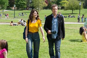 Marisa Tomei yHugh Grant, en una escena de la película ¿Cómo se escribe amor?.