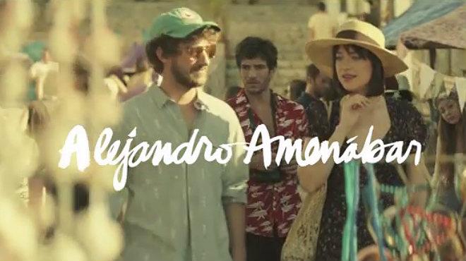 Dakota Johnson protagonitza el tràiler del curt dirigit per Amenábar per a Estrella Damm.