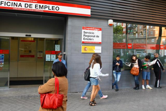 Los contratos temporales alcanzan a la mitad de los for Oficinas del inem