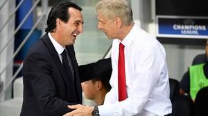 Unai Emery y Arsène Wenger en un duelo PSG-Arsenal disputado en el 2016.