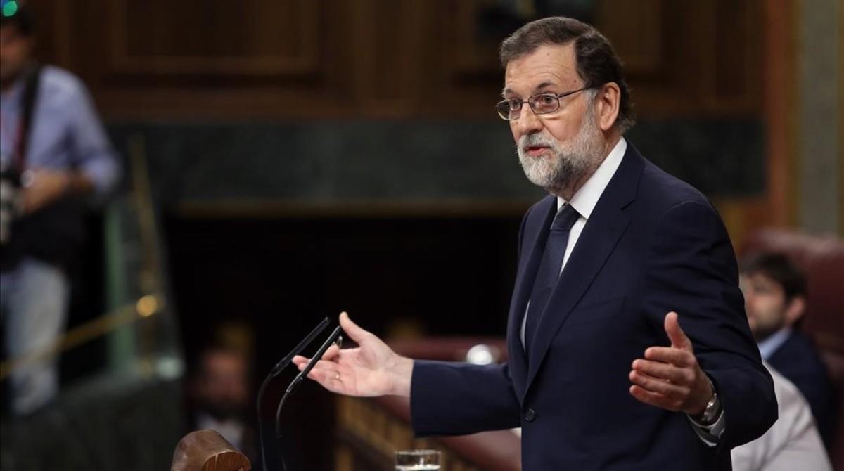 El presidente del Gobierno, Mariano Rajoy, en la tribuna del Congreso.
