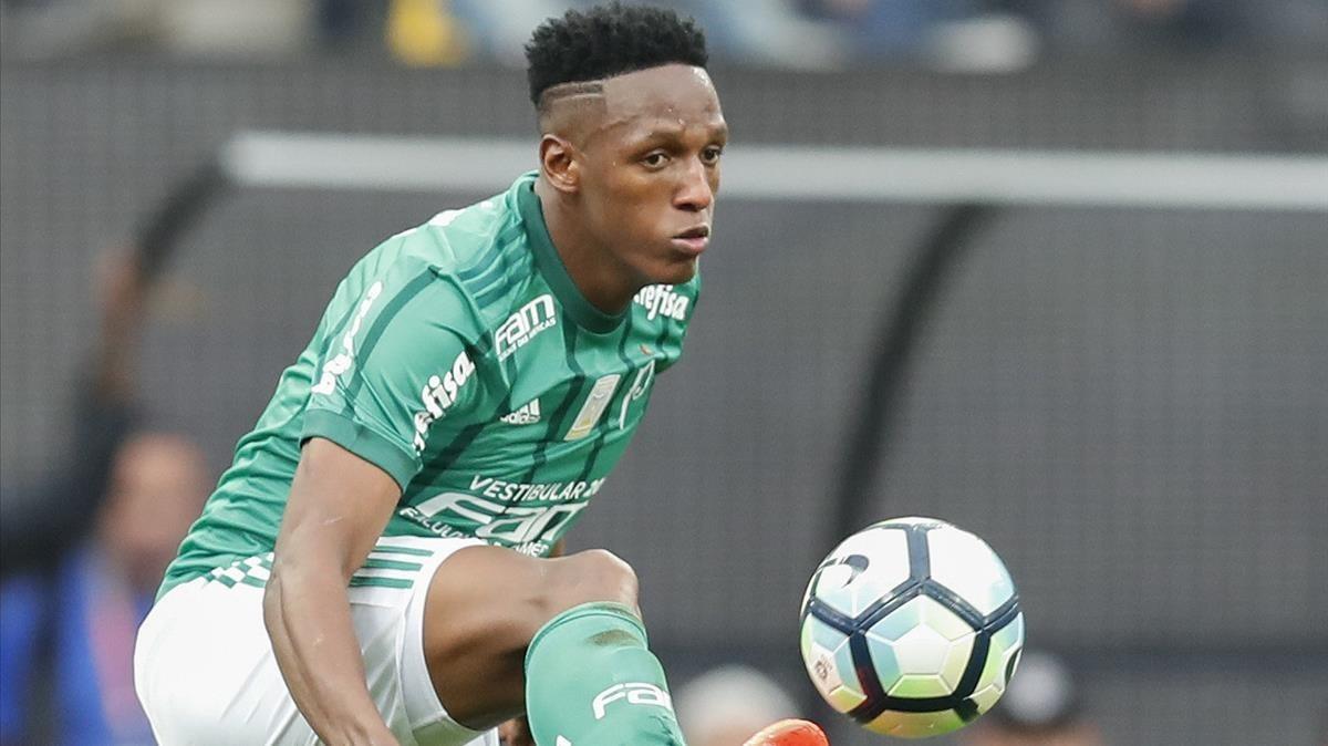 Yerry Mina, en una acción con el Palmeiras.