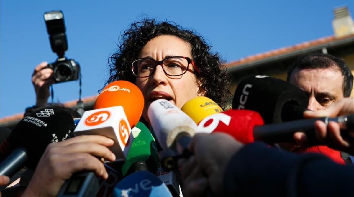 Marta Rovira, a las puertas de su colegio electoral, en Vic.