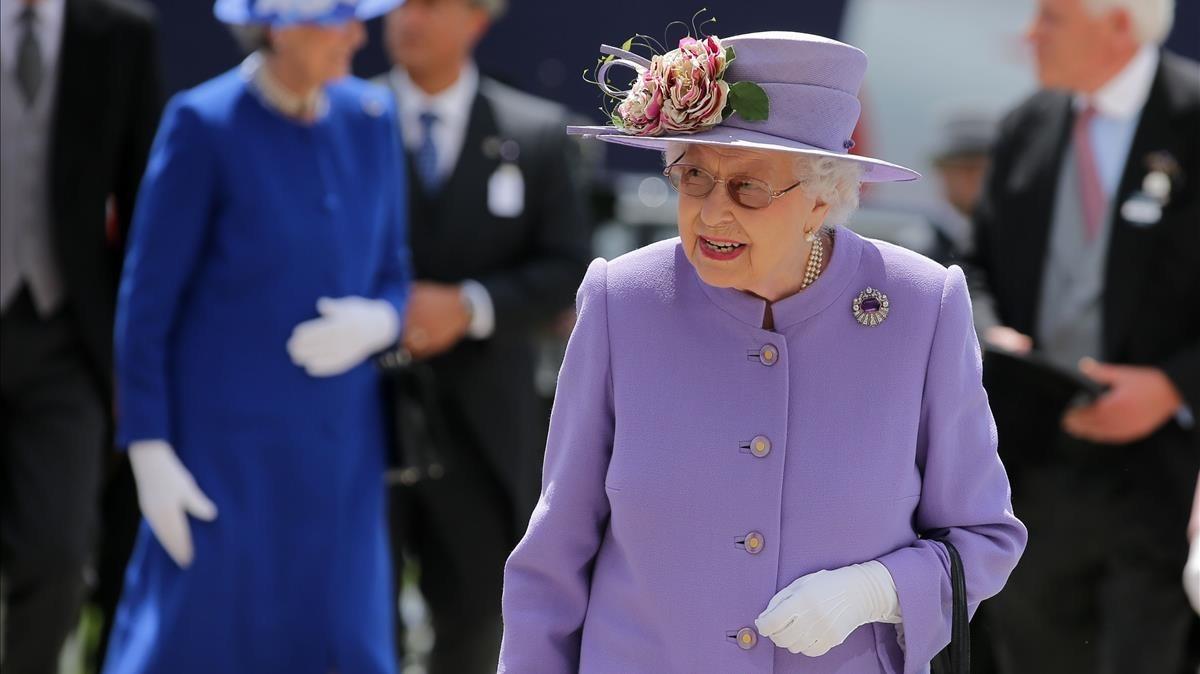 La reina Isabel II, en el Epsom Derby Festival en Surrey (Inglaterra), este sábado, 2 de junio.