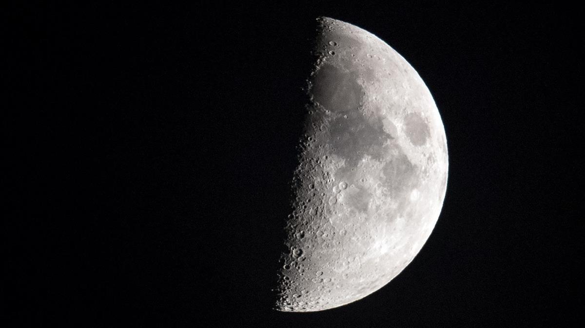 """""""Algún desalmado se ha llevado la mitad de la Luna"""""""