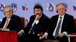De izquierda a derecha, el presidente de Chequia, Milos Zeman;el presidente de Hungría, Janos Ader, y el presidente de Eslovaquia, Andrej Kiska, en una conmemoración del Grupo de Visegrado en Praga el 12 ede marzo del 2019.