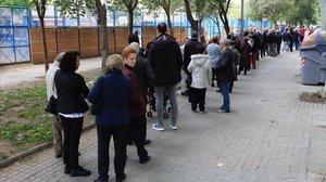 Colas en un colegio electoral de Barcelona.